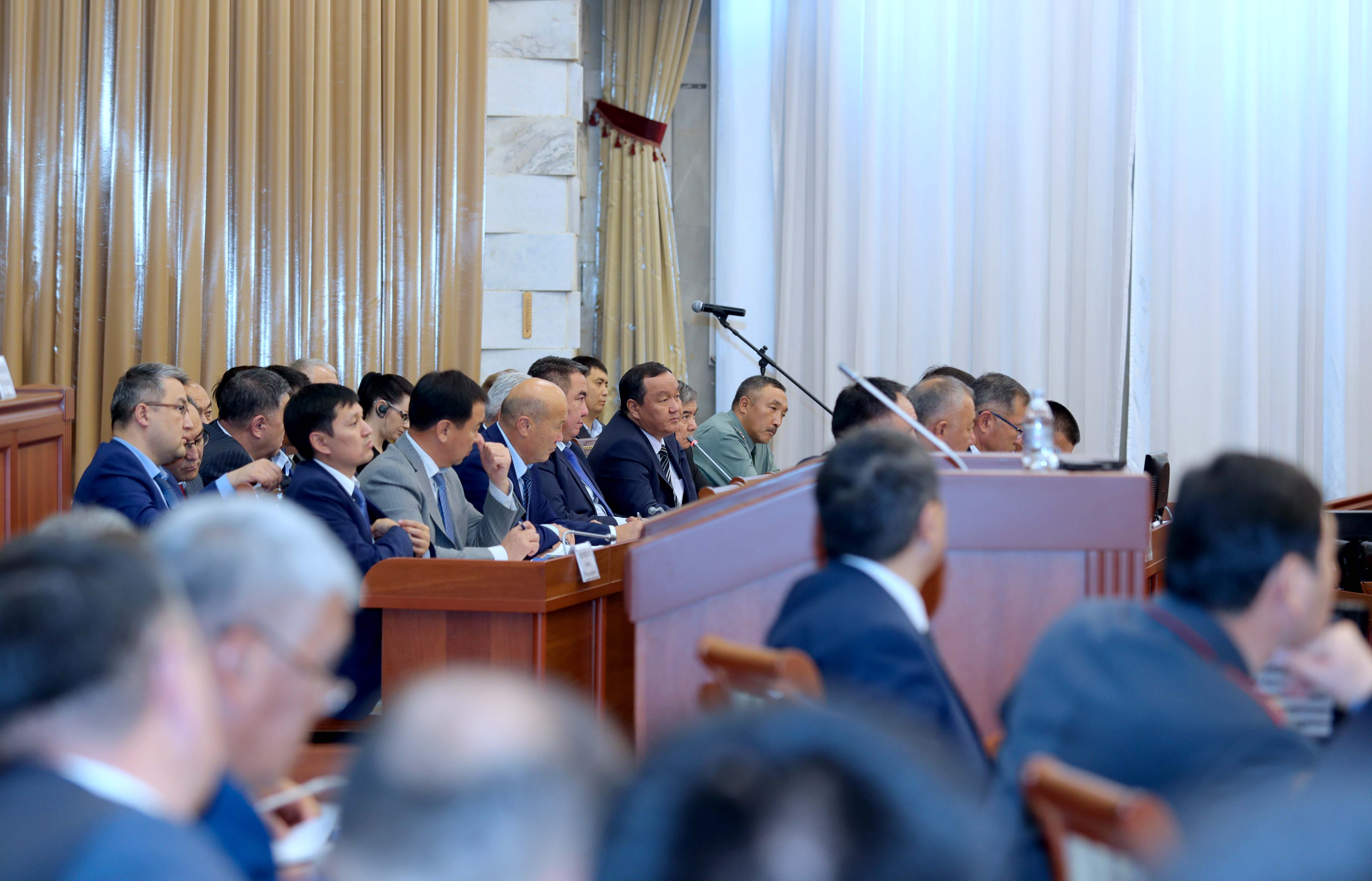 Айтмамат Назаров: Былтыр суу көп болуп Өзбекстанга электр энергиясы экспорттолгон, быйыл экспорттолбойт