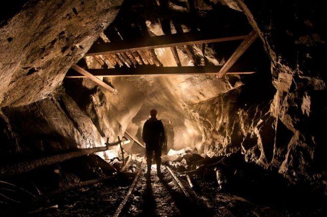 Өкмөт башчы Баткен облусундагы шахтада адамдардын каза болушуна байланыштуу жыйын өткөрдү