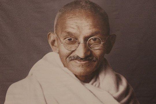 Индияда Махатма Гандинин сөөгүнүн күлү сакталган урна уурдалды