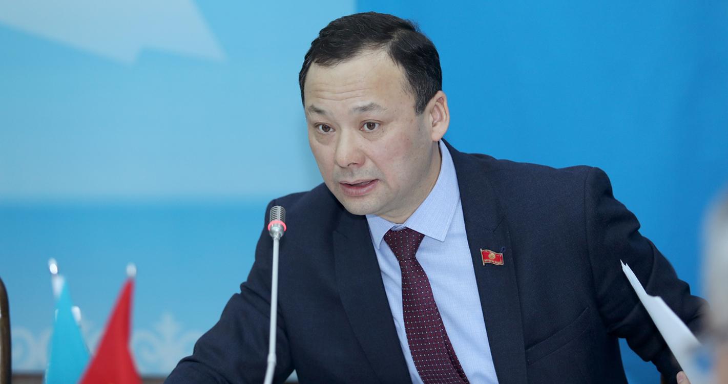 Депутат Казакбаев Кыргызстанда терроризм, экстремизм боюнча канча кылмыш иши ачылганына кызыкты