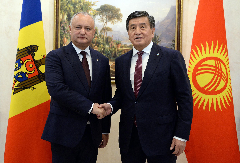 Сооронбай Жээнбеков Молдованын президенттин Кыргызстанга чакырды