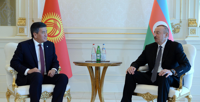 Сооронбай Жээнбеков Азербайжандын президентин Кыргызстанга чакырды