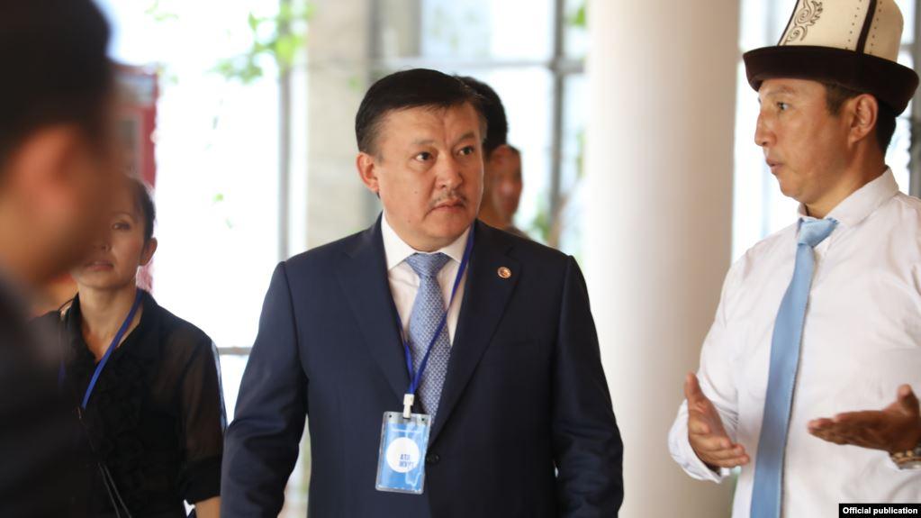 """Сот """"Кыргыз тудей"""" сайтын Келдибековго 30 миң сом берүүгө жана талаш жараткан макалаларды өчүрүүгө милдеттендирди"""