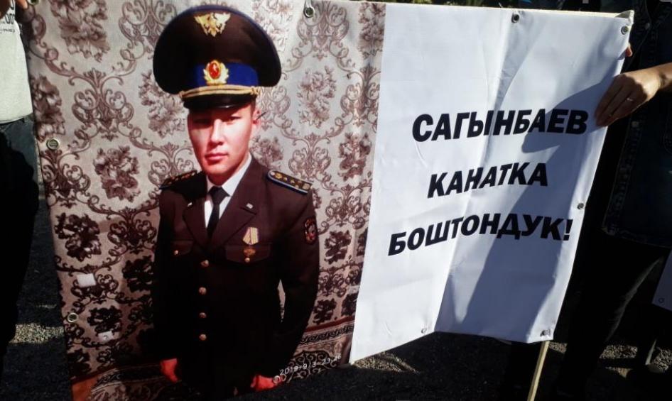 Атамбаевдин жан сакчысы Канат Сагымбаевди колдогон тынчтык митинги өтүүдө