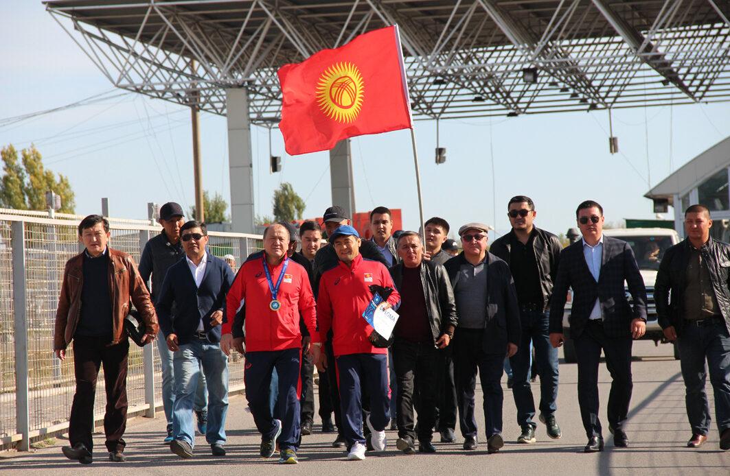Дүйнө чемпиону Мелис Турганбаевди аэропорттон кантип тосуп алышты? (фото)