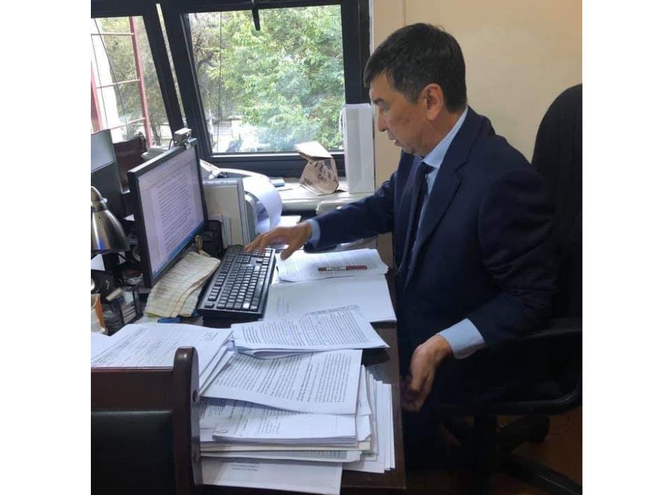 Бишкектин мэри тексттеги каталарды өзү оңдойт ― Сүрөт