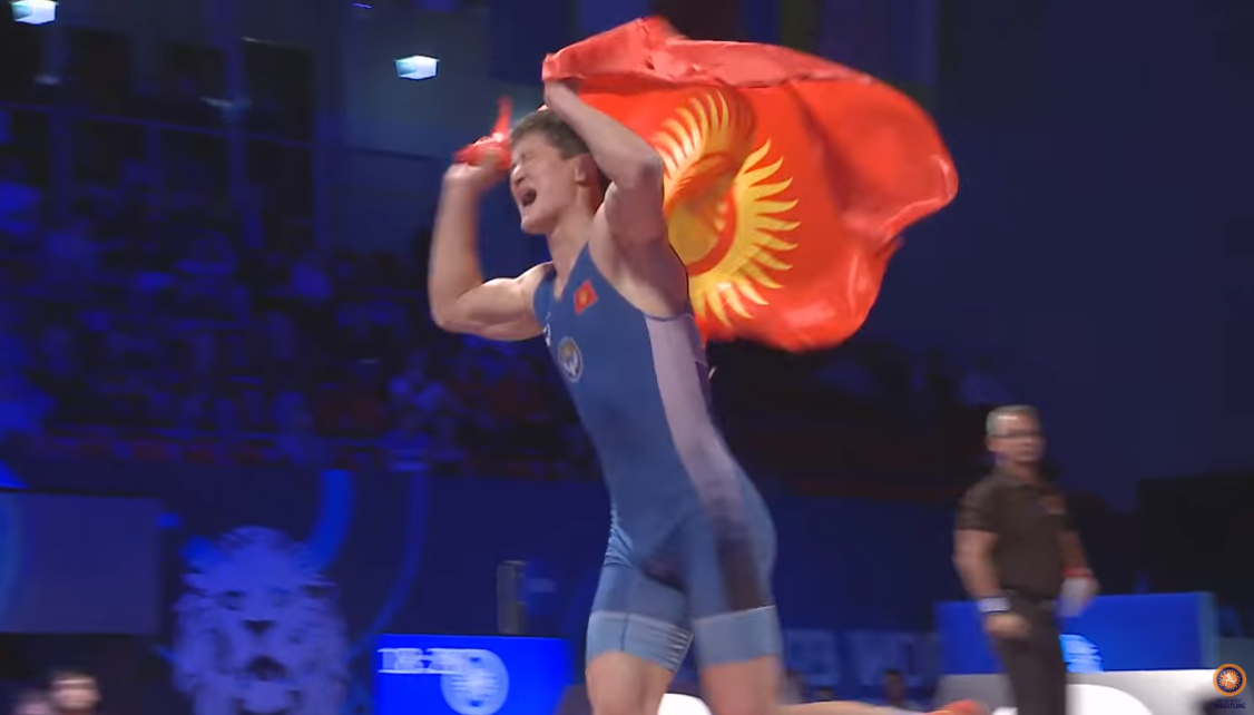Улукбек Жолдошбеков эркин күрөш боюнча дүйнө чемпиону болду (видео)