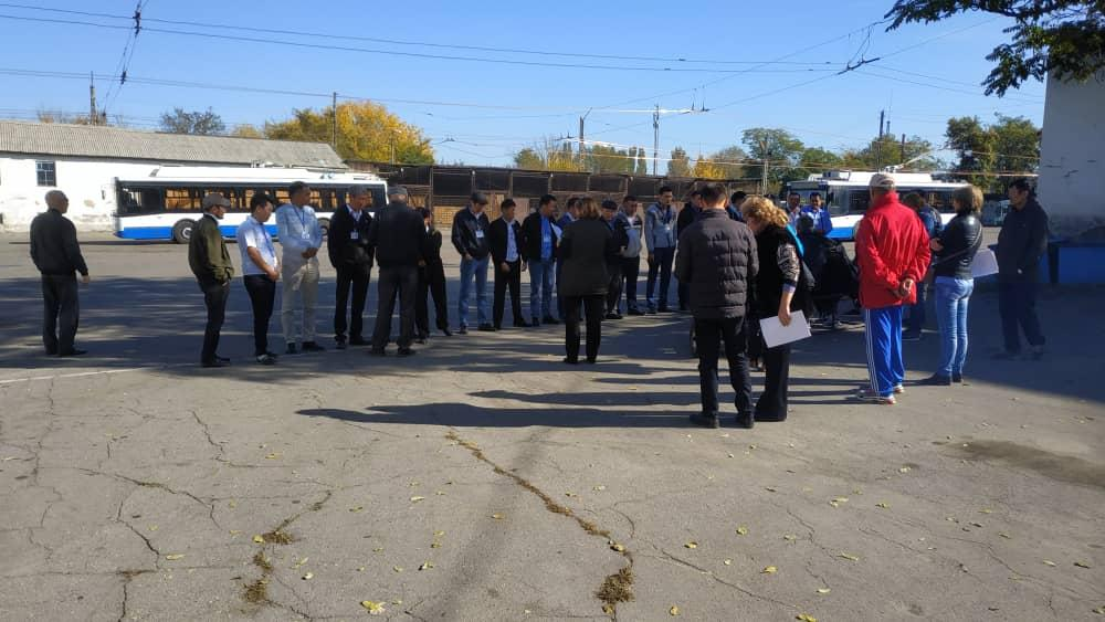 Жол эрежесин билбейби? Бишкекте автобустардын айдоочуларынын жарымынан көбү тесттен өткөн жок