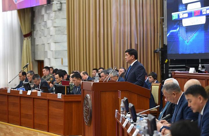 Жогорку Кеңеште өкмөт мүчөлөрү депутаттардын суроолоруна тыӊгылыктуу жооп бере албаганы сынга алынды