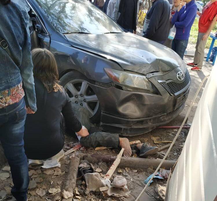 Бишкекте автоунаа бир адамды сүзүп кетти