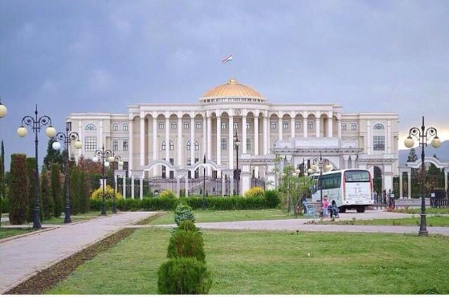 Тажикистан Баш мыйзамынын 25 жылдыгына карата 20 миң кишиге мунапыс жарыялады