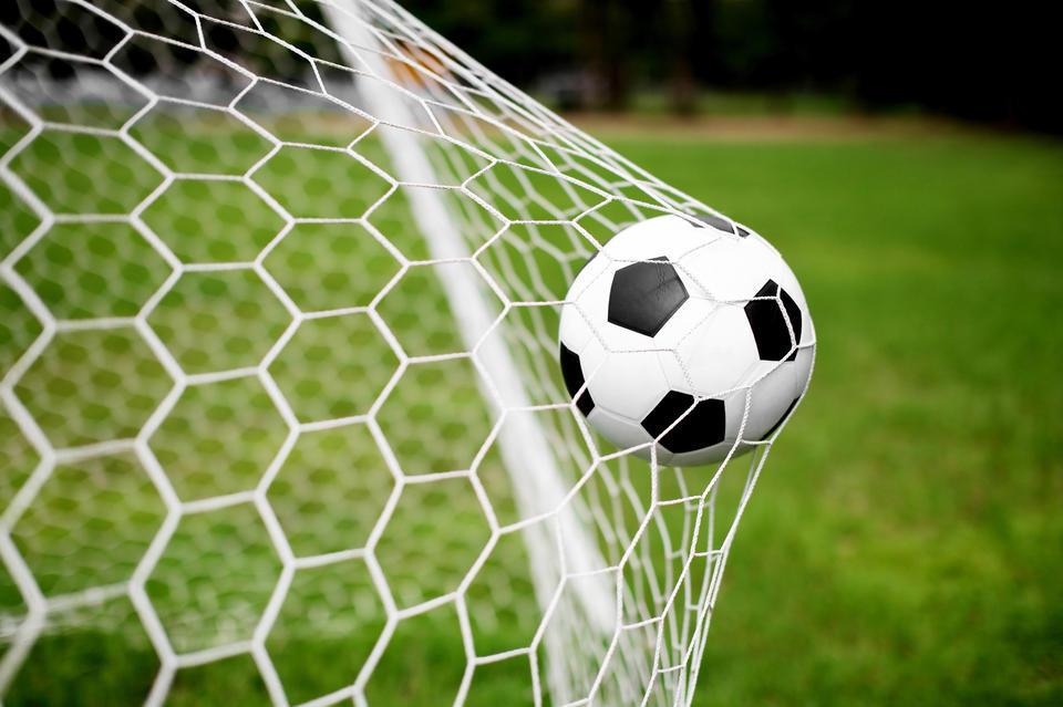 """Футбол: """"Ак шумкарлардын"""" дарбазасына бир гол кирди"""