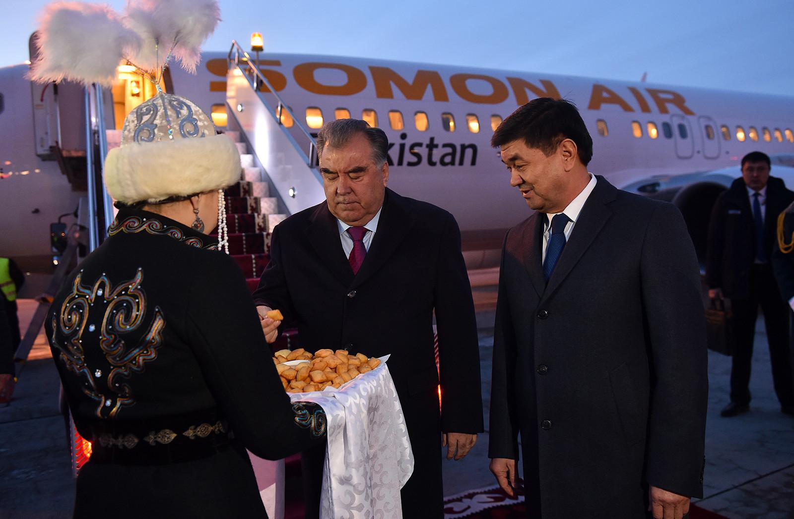 Тажикстандын президенти Эмомали Рахмон Кыргызстанга келди