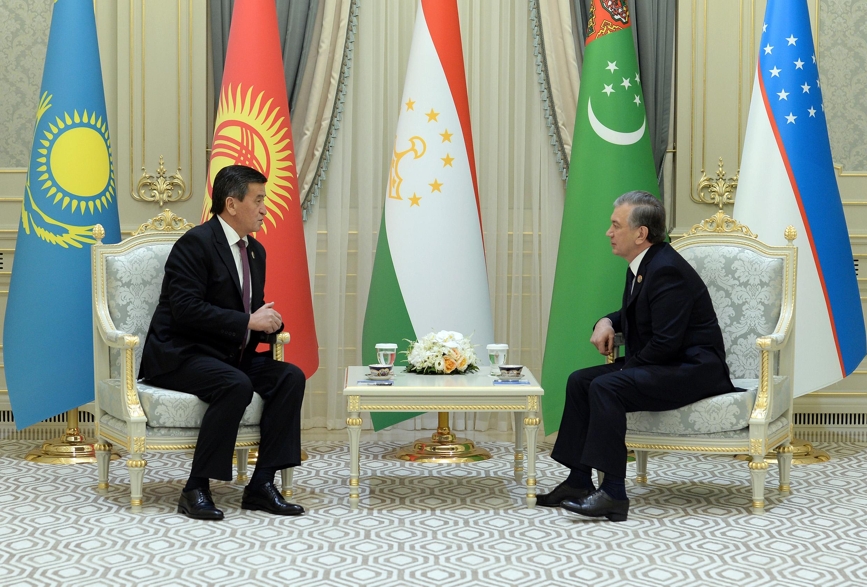 Кыргызстан менен Өзбекстандын президенттери эки өлкөнүн экономикалык мамилесин талкуулашты