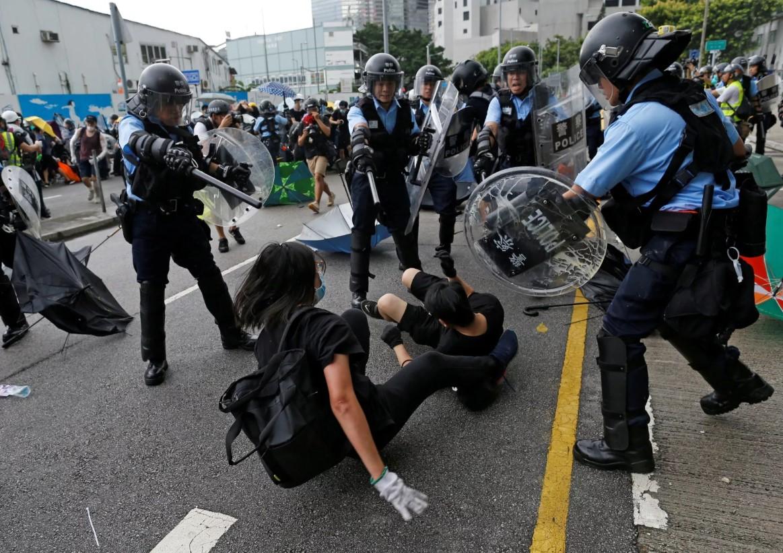 Гонконгдо окуган кыргызстандык студенттердин ата-энелери президентке кайрылды