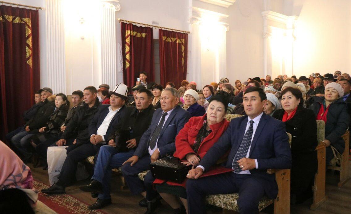 Кара-Балта Рыспай Абдыкадыровдун ырлары жаңырды