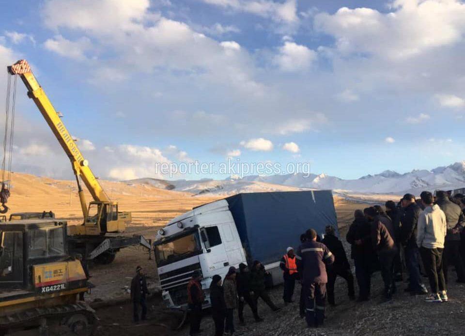 Премьер-министр Бишкек – Нарын – Торугарт жолундагы унаа кырсыгынын күбөсү болду