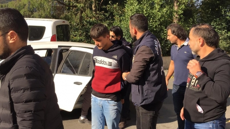 Видео— Айеркен Саймаитини өлтүрүүгө шектелгендер Стамбулга алынып келинди