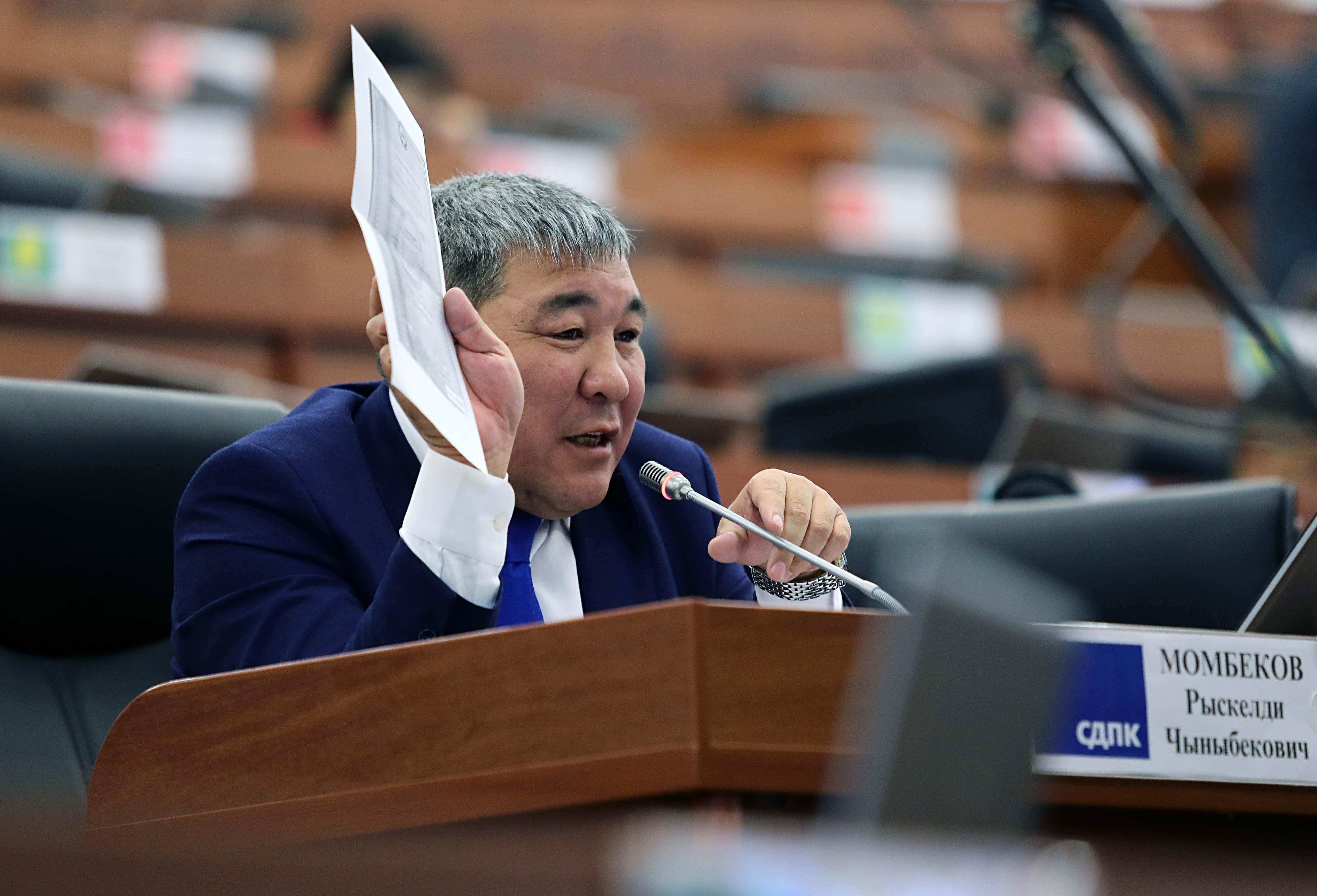 """Момбеков: Эмне, эми """"Кыргызпочтасы"""" мамлекеттик ишканасын банкрот кылганы жатасыңарбы?"""