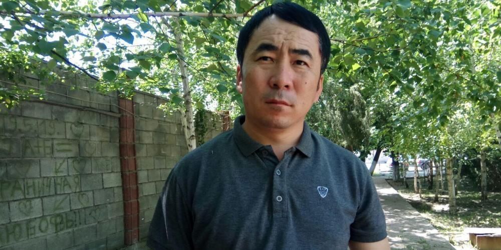 Биринчи май райондук соту экс-депутат Мээрбек Мискенбаевди камакка алды