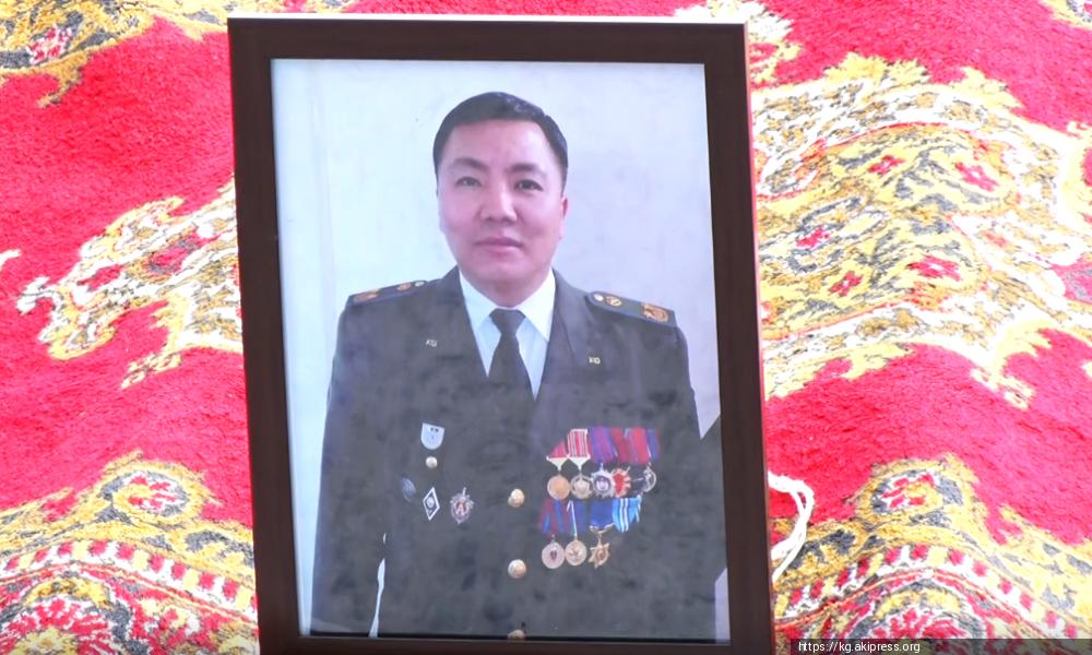 Кой-Ташта каза болгон офицерге Атамбаевге таандык куралдан ок атылган
