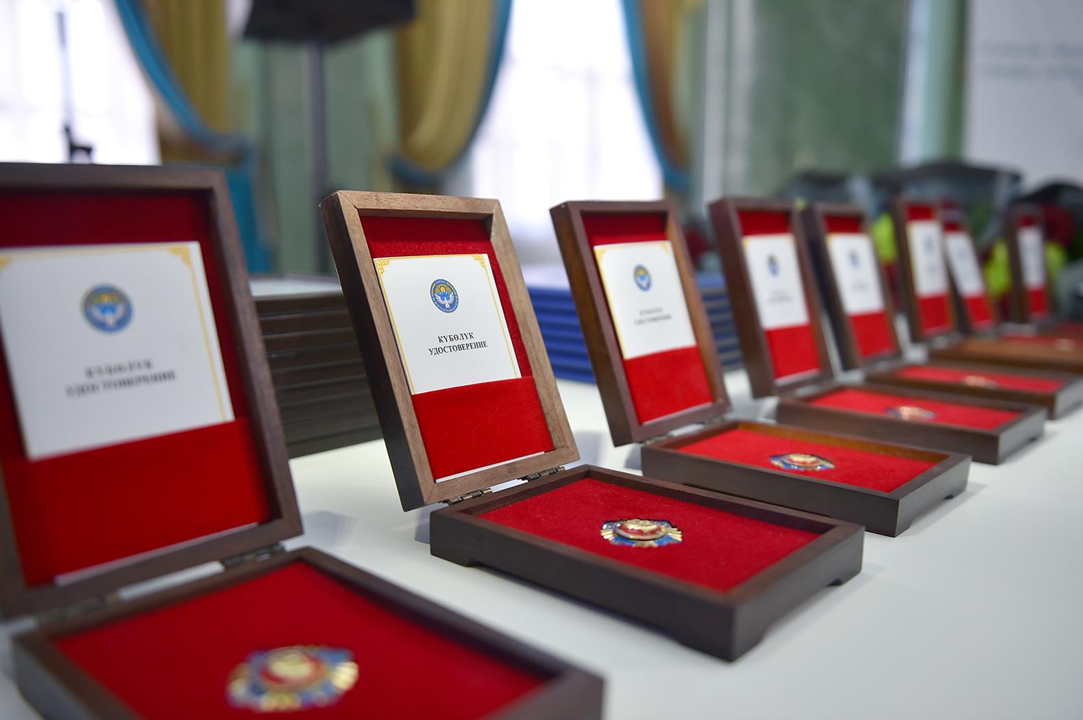 Мыкты жаштарга Айтматов атындагы мамлекеттик сыйлык тапшырылды — тизме, сүрөт