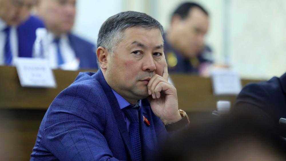 Исаев: Текебаев президенттин колуна бүт бийликти топтоп берген