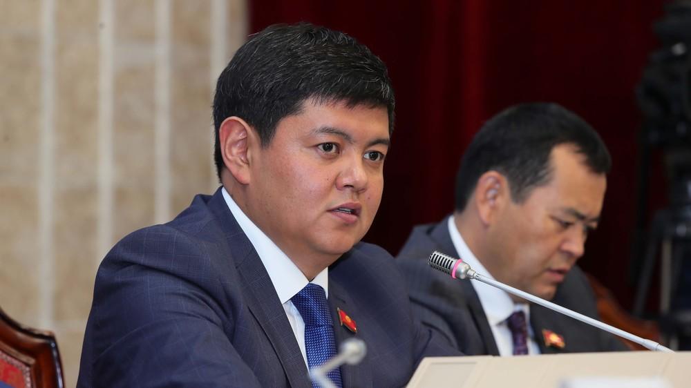 Депутат Алтынбек Жунус уулу: Мектептеги акча чогултуу өнөкөтү дагы деле токтобой жатат