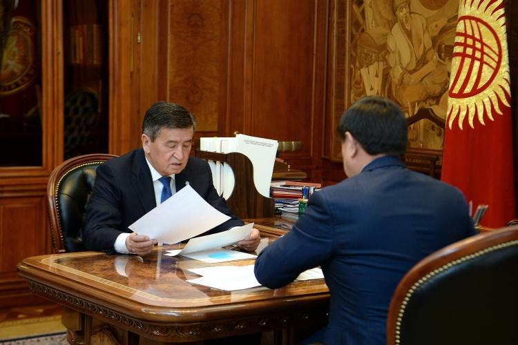 Президент Сооронбай Жээнбеков премьер-министр Мухаммедкалый Абылгазиев менен жолугушту