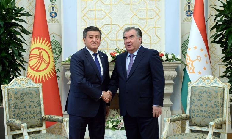Кыргызстан менен Тажикстандын президенттери телефон аркылуу сүйлөштү