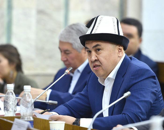 Сулайманов: Депутаттык мандатты сатып алуу маанисин жоготкудай кылышыбыз керек — видео