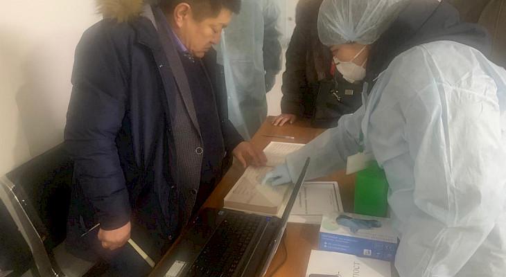 Саламаттык сактоо министри Үрүмчүдөн келген студенттерден кабар алды – сүрөттөр