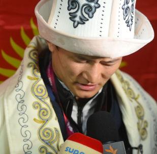 Азия чемпионатынан алтын байге уткан Улукбек Жолдошбеков Бишкекке көзү жакшы көрбөй келип түштү