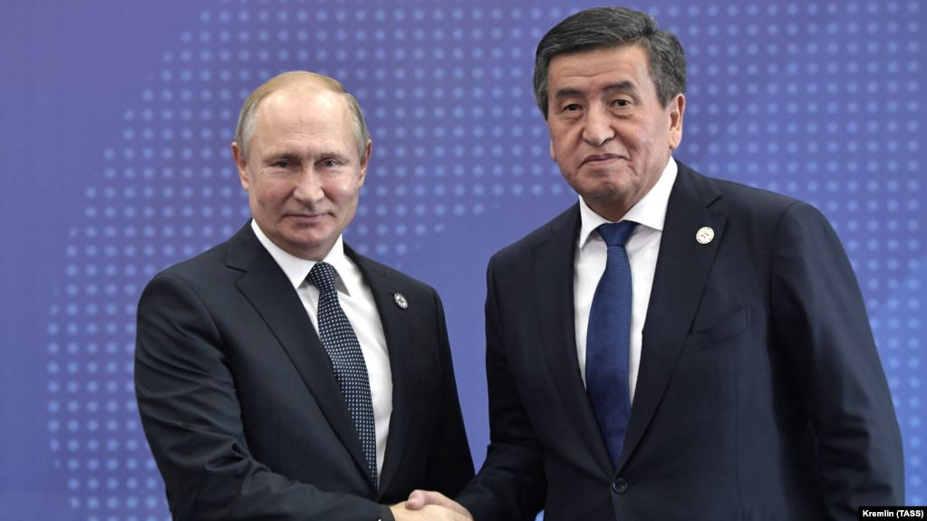 Президент Жээнбеков: Кыргызстан орус тилинин макамын өзгөртпөйт