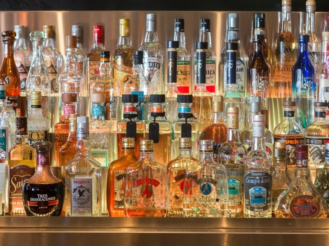 Ысык-Көлдө жана Жалал-Абадда мыйзамсыз сатылып жаткан 900 бөтөлкө спирт ичимдиги табылды