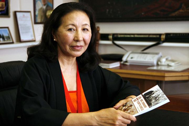 Майрам Акаева Кыргызстанга учуп келди
