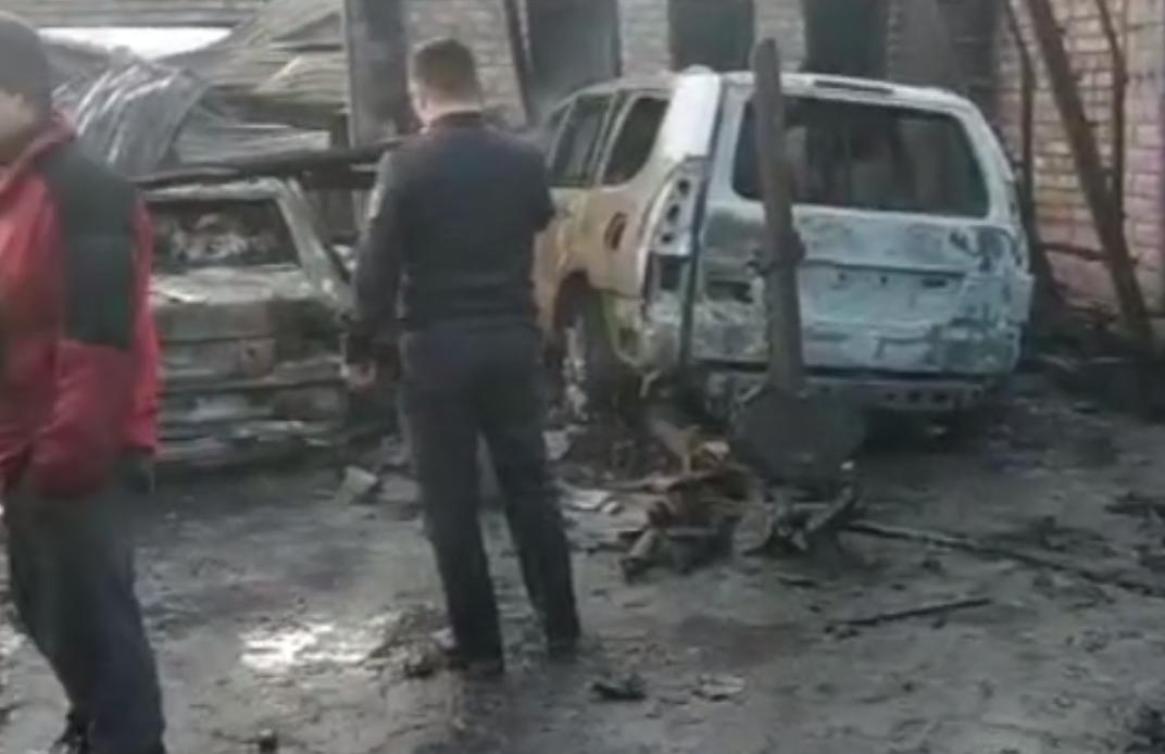 Бишкектеги унаа оңдоочу жайдан чыккан өрттөн 8 машина күйүп кетти – видео
