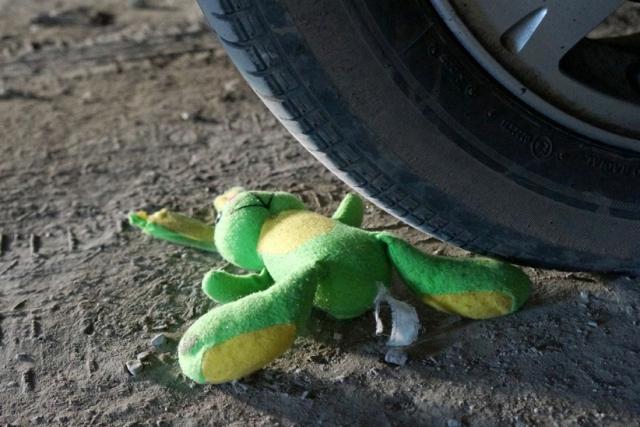 Бишкекте төрт жашар кызды сүзүп кеткен айдоочу изделүүдө