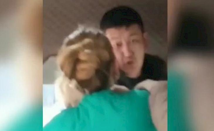 Бишкекте коляска менен маршруткага түшкөн балалуу аялды айдоочу күч менен чыгарып салды — видео