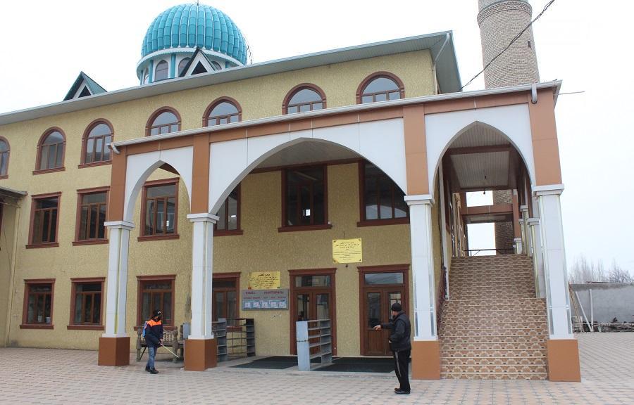 Бишкекте мечиттерди дезинфекциялоо иштери башталды — сүрөттөр
