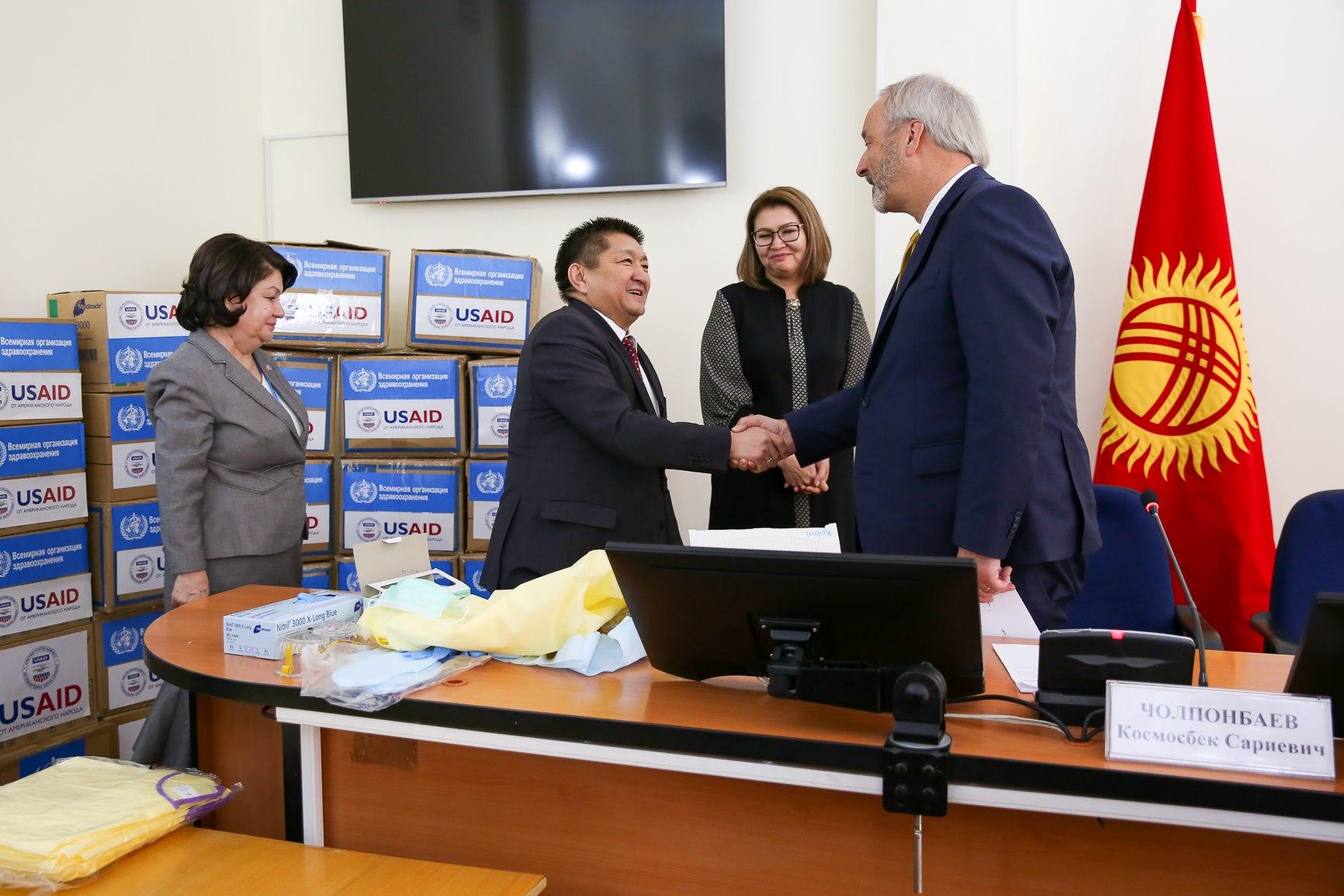USAID уюму Кыргызстанга коронавирустан коргонуучу каражаттарды тапшырды — сүрөттөр