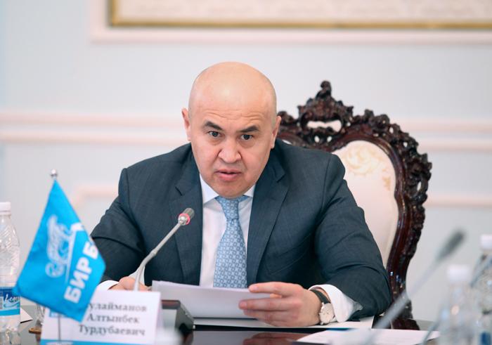 Сулайманов: Өкмөт экономикалык каатчылык үчүн да чара көрүү керек