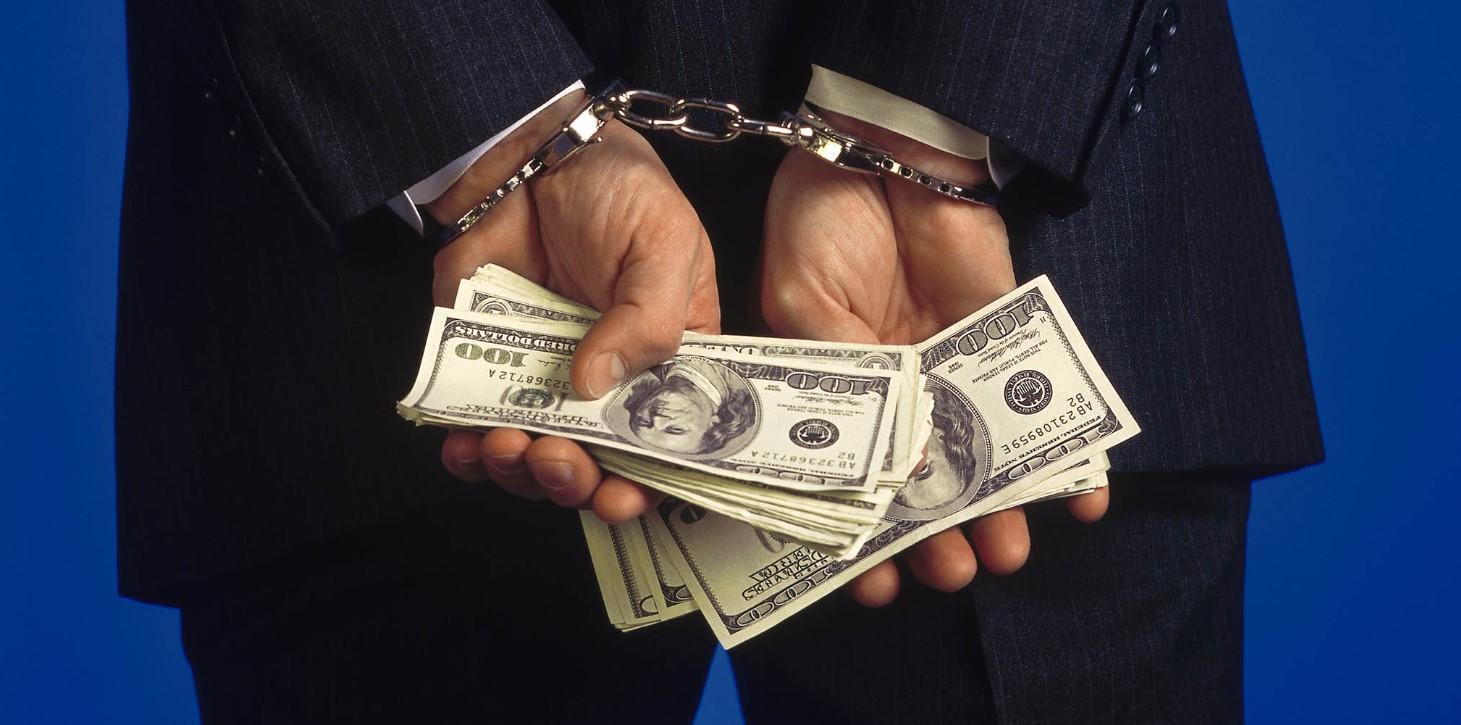 УКМК: Ленин районунда 5 миң доллар пара алган салыкчылар кармалды