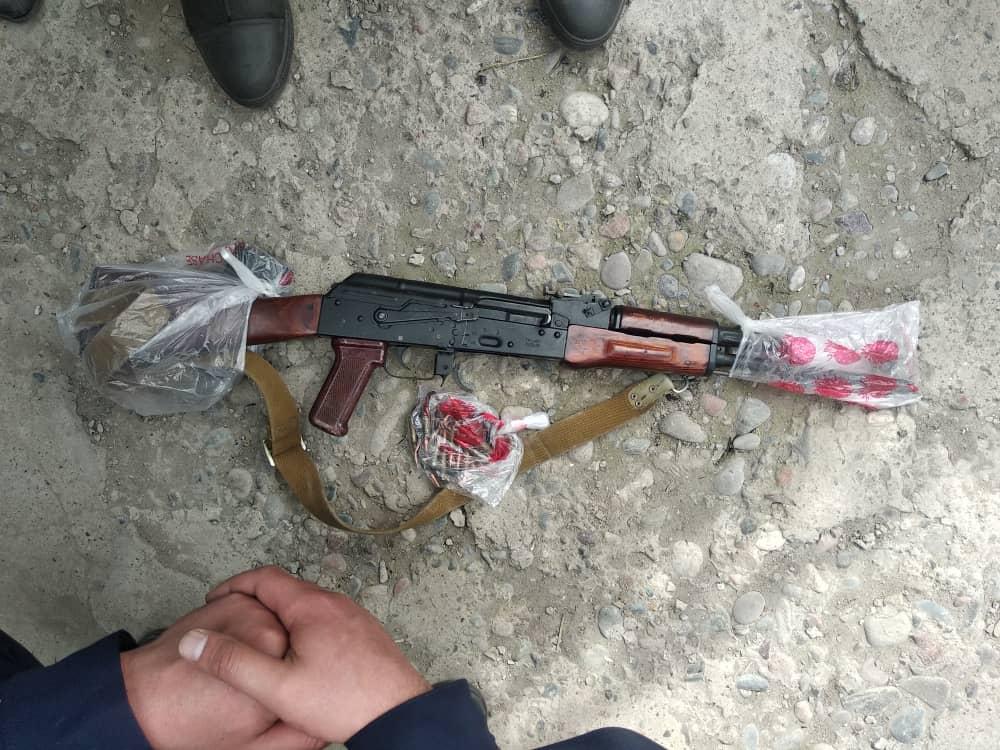 Бишкектин тургуну Калашников автоматын мыйзамсыз сактап жүргөн