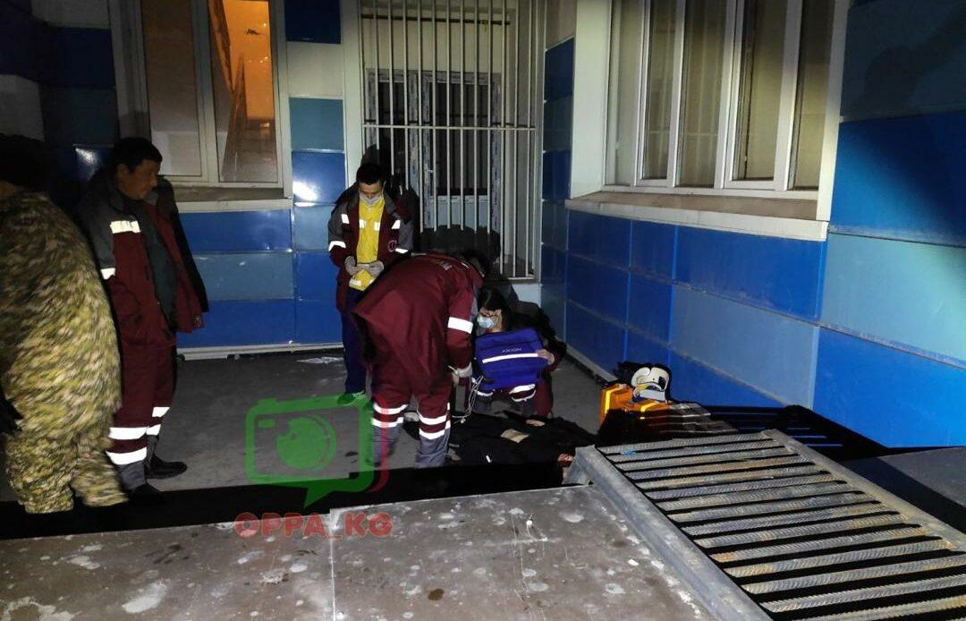 Бишкекте 10-кабаттан 19 жаштагы кыз секирип, мерт кетти