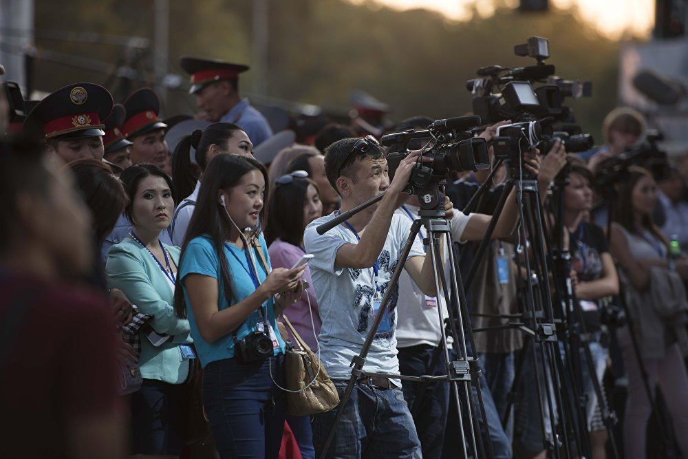Президенттик аппарат журналисттерге аккредитация берүүнү кайра кароо сунушун берди