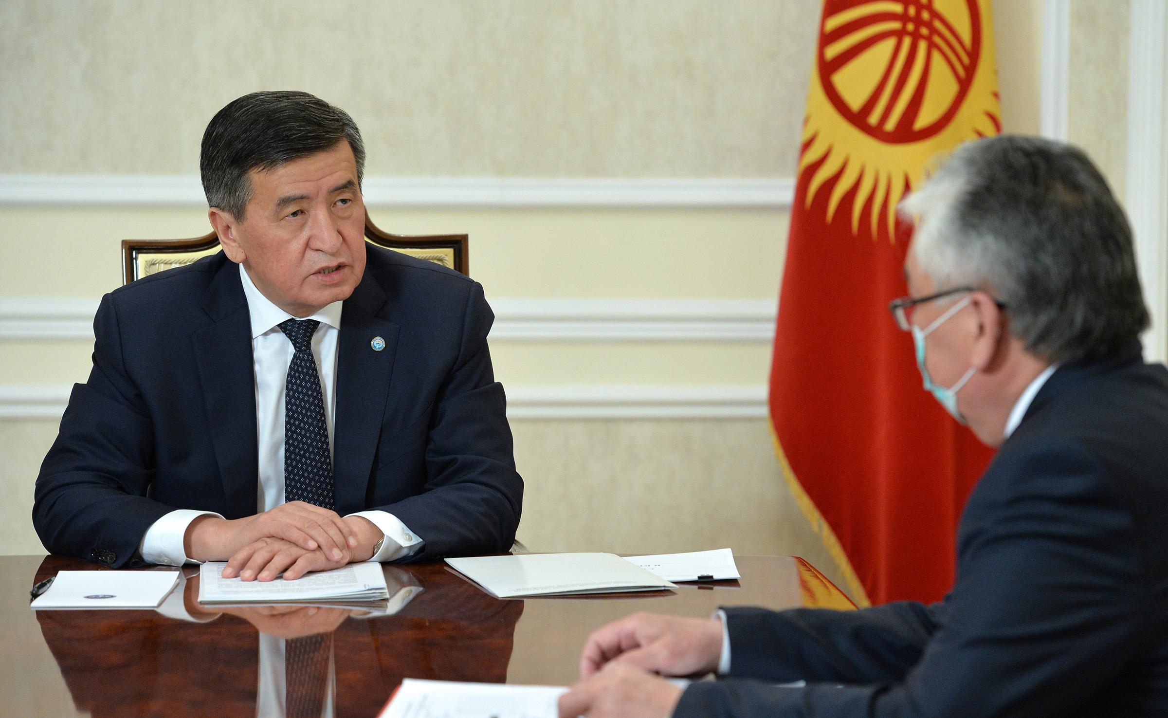 Президент саламаттык сактоо министрине коронавирус катталган аймактарда көзөмөлдү күчөтүүнү тапшырды