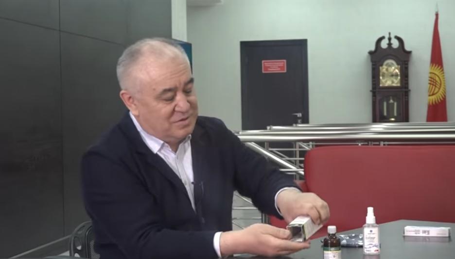 Текебаев абакта отурганда кантип жашыруун телефон колдонгонун айтты — видео