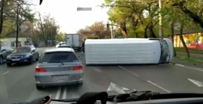 Бишкекте Өзгөчө абал киргизилгенден бери 45 жол кырсыгы катталды