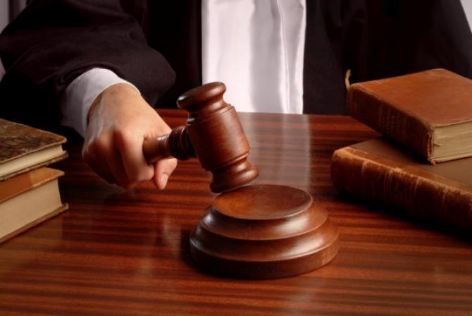 Жергиликтүү соттордун бир катар судьяларынын ыйгарым укуктары токтотулду